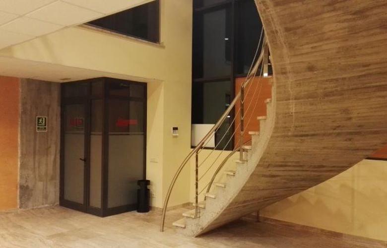 Nave en Aiguaviva (Girona) de 1090 m2